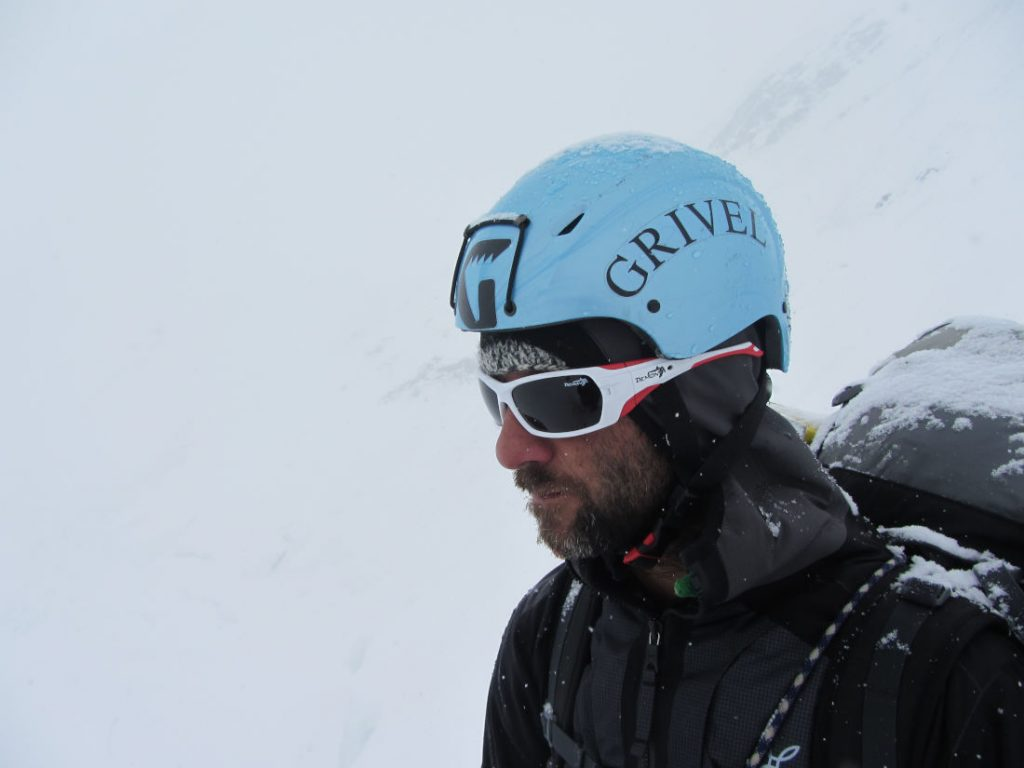 Mountaineering sunglasses for glacier and high mountain