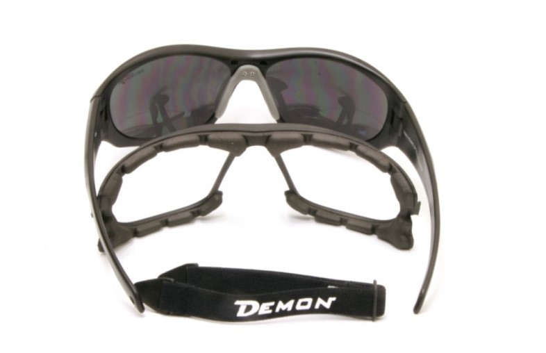 Mountaineering sunglasses with category 4 lenses