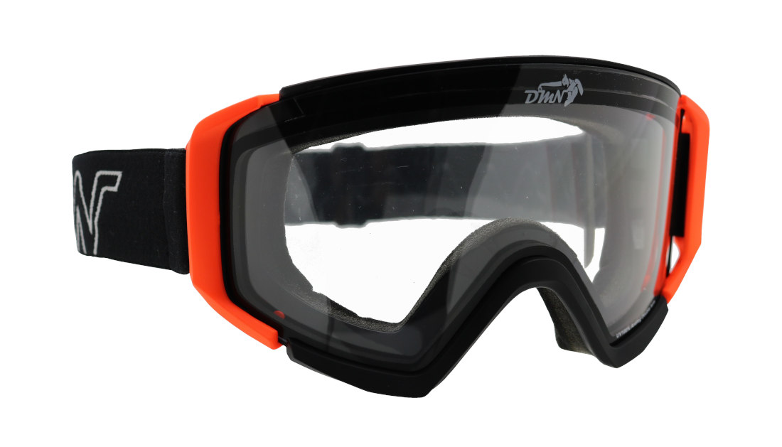 Snowboard goggles with transparent lens