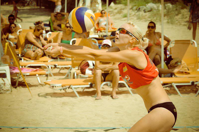 Sport sunglasses with polarized lenses for beach volley